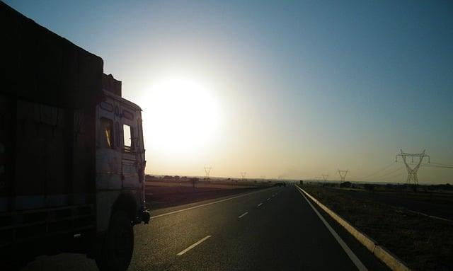 ¿Cuánto cuesta transportar un coche en España u otros vehículos?